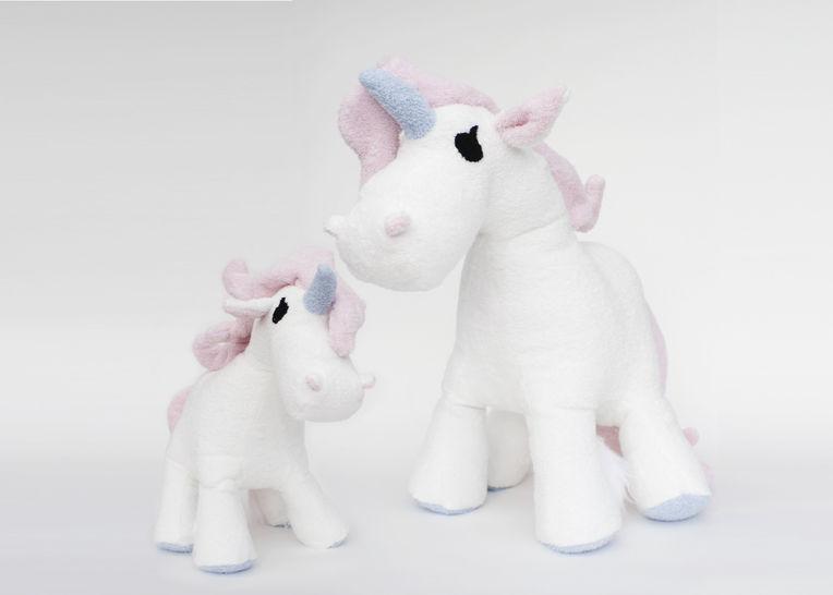 Gedrucktes Schnittmuster für: Einhorn (Pony) in zwei Größen im Makerist Materialshop - Bild 1