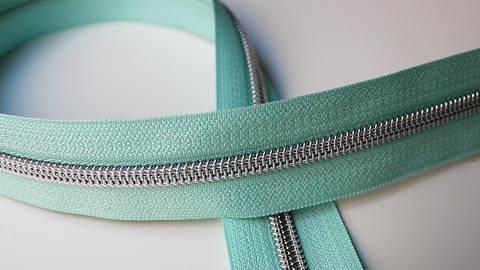 Mintfarbener Endlosreißverschluss: Silber - 6 mm im Makerist Materialshop