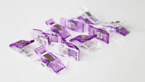 Petites pinces couleur mauve - 10 unit. dans la mercerie Makerist