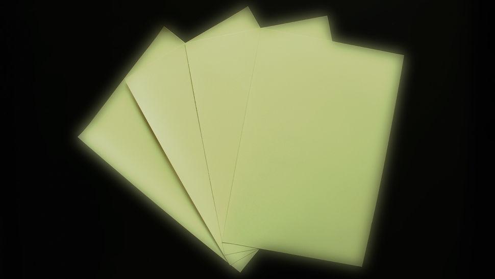 Feuille flex pour plotter : brille dans le noir - A4 dans la mercerie Makerist - Image 1