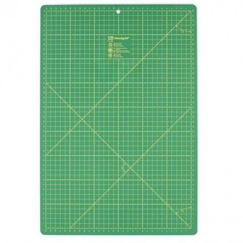 Schneideunterlage cm/inch-Einteilung 45 x 30 cm im Makerist Materialshop