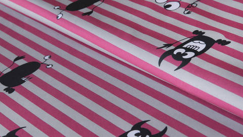 Grau-rosafarben bedruckter Streifen-Softshell: Sheldon Monster - 160 cm  im Makerist Materialshop