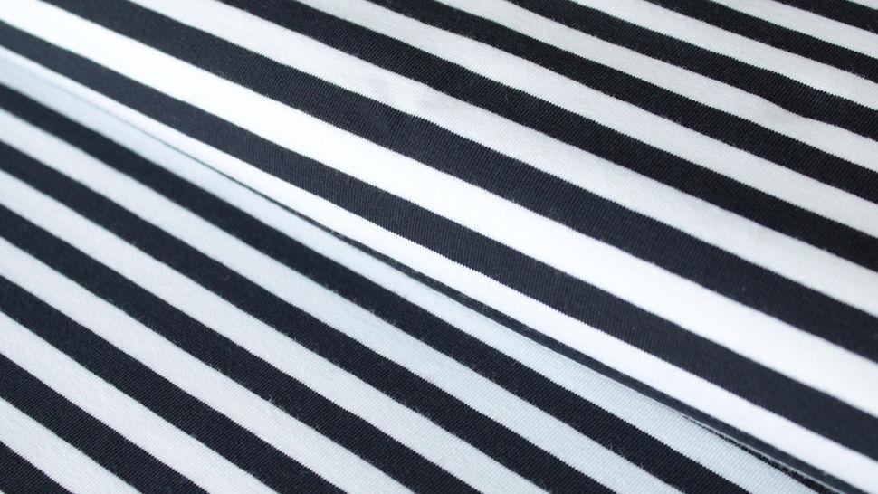 Schwarz-weiß gestreifter Viskosejersey: St. Tropez - 158 cm im Makerist Materialshop - Bild 1