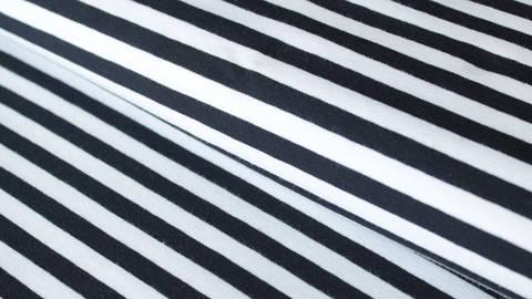 Schwarz-weiß gestreifter Viskosejersey: St. Tropez - 158 cm im Makerist Materialshop