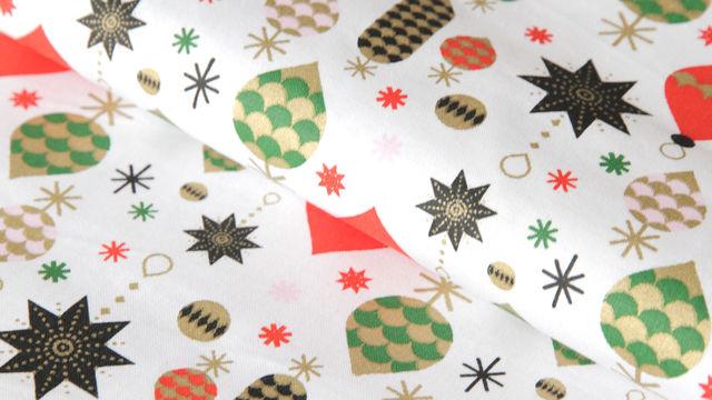 Weiß bedruckter Baumwollstoff: Baumschmuck - 140 cm im Makerist Materialshop - Bild 1