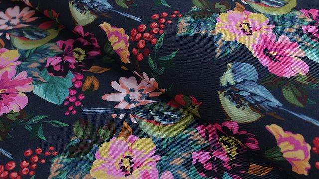 Dunkelblau bedruckter Baumwolljersey: Paradise Birds - 150 cm im Makerist Materialshop - Bild 1