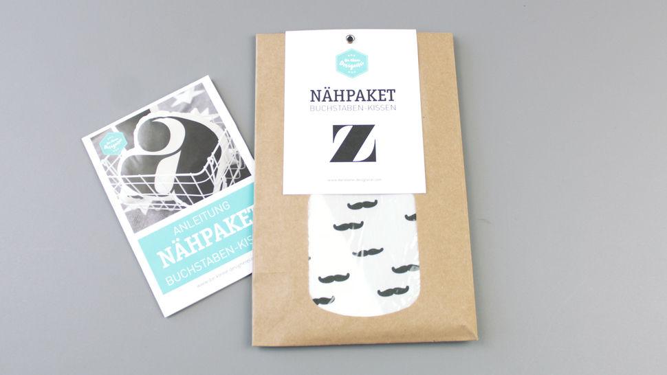 Dekokissen: Buchstabe mit Bärte-Muster - z im Makerist Materialshop - Bild 1