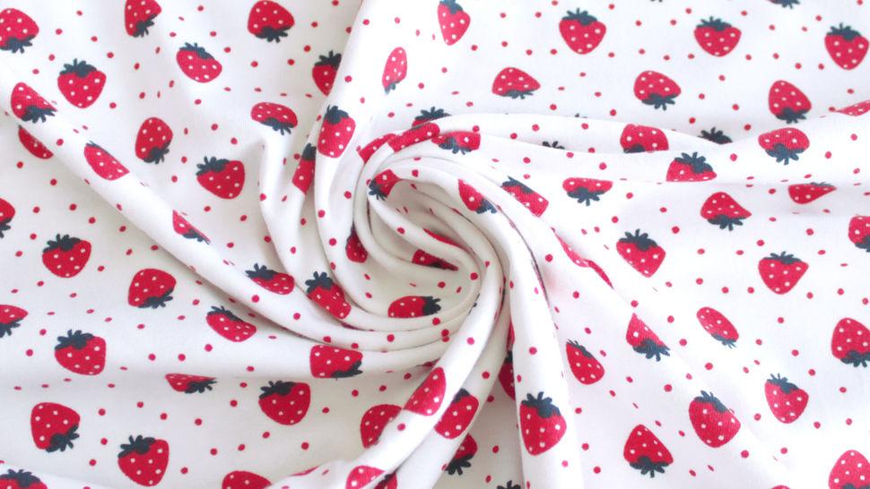 Baumwolljersey weiß bedruckt: Avalana Erdbeeren - 162 cm im Makerist Materialshop - Bild 1