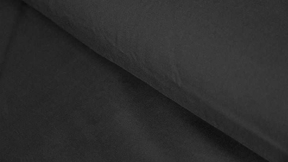 Schwarzer Uni Radiance Viskose - 142 cm im Makerist Materialshop - Bild 1