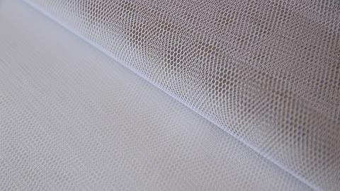 Weißes Tüllgewebe - 140 cm im Makerist Materialshop