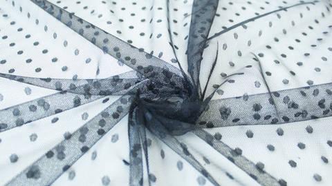 Tüllstoff schwarz: Punkte - 160 cm im Makerist Materialshop