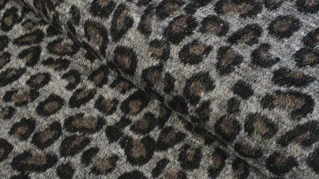 Mantelstoff Animal Print: Leomuster - 150 cm im Makerist Materialshop - Bild 1