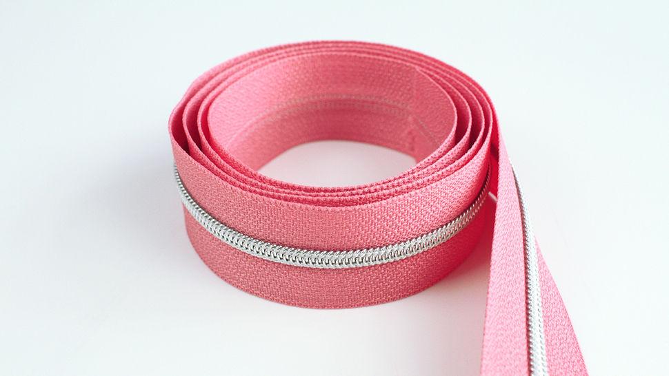 Endlosreißverschluss: silber-lachsfarben - 4 mm  im Makerist Materialshop - Bild 1