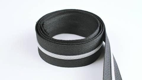 Fermeture à glissière sans fin : noir argenté - 4 mm dans la mercerie Makerist
