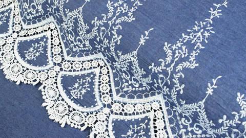 Jeansstoff hellblau: Stickerei - 145 cm im Makerist Materialshop