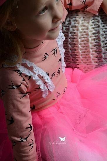 """Gedrucktes Schnittmuster für: Shirt """"Miss Ruffle"""" von Lennähna Größen 86 - 170 im Makerist Materialshop - Bild 1"""