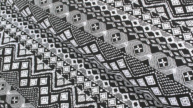 Bademodenstoff schwarz-weiß: Ethno-Muster - 155 cm im Makerist Materialshop - Bild 1