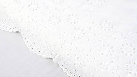 B-Ware Spitzen-Viskosestoff weiß - 140 cm im Makerist Materialshop