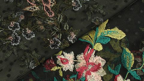 Weicher Nylon-Tüll schwarz: Blumenstickerei - 150 cm im Makerist Materialshop