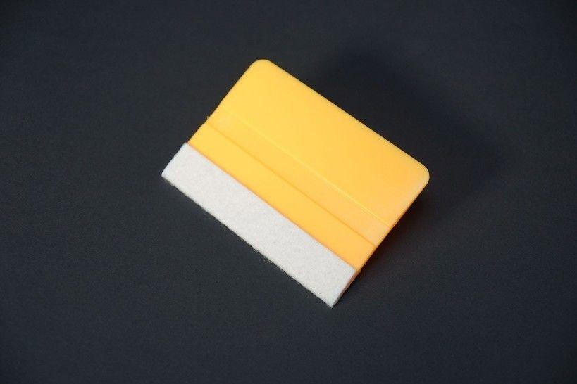 Scraper mit Teflon-Filzkante - gelb im Makerist Materialshop - Bild 1