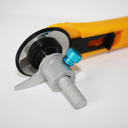 Zuschneidehilfe für den Rollschneider silber: KARLCHEN im Makerist Materialshop - Bild 1