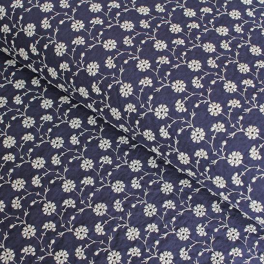 Baumwollstoff bestickt navy-weiß: Blumenkette - 140 cm im Makerist Materialshop - Bild 1