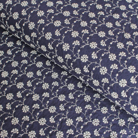 Baumwollstoff bestickt navy-weiß: Blumenkette - 140 cm im Makerist Materialshop