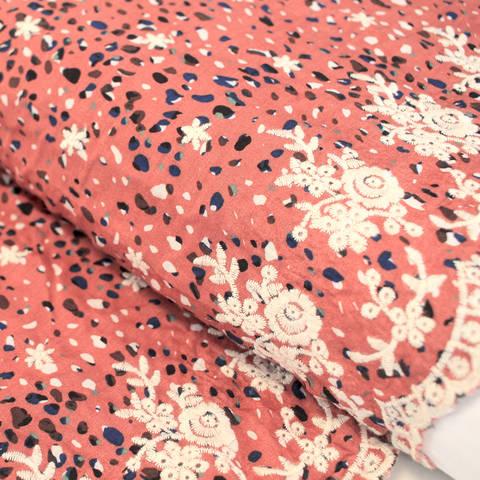 Viskosestoff: Blumenstickerei - 135 cm im Makerist Materialshop