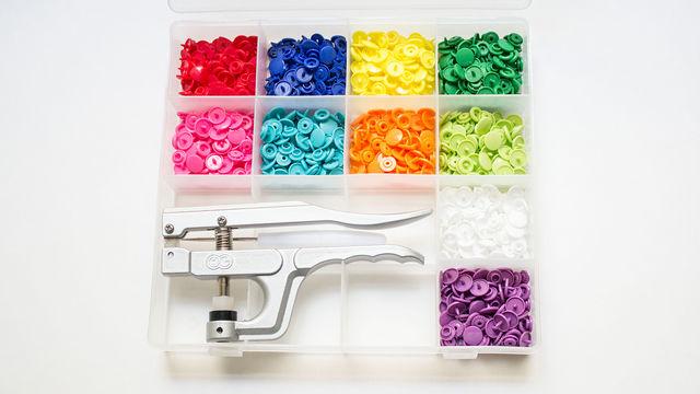 Kit de 250 boutons pression KAM Snaps avec pince dans la mercerie Makerist - Image 1