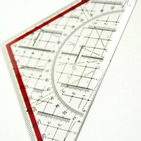Geodreieck Hypotenuse 25 cm mit abnehmbarem Griff im Makerist Materialshop