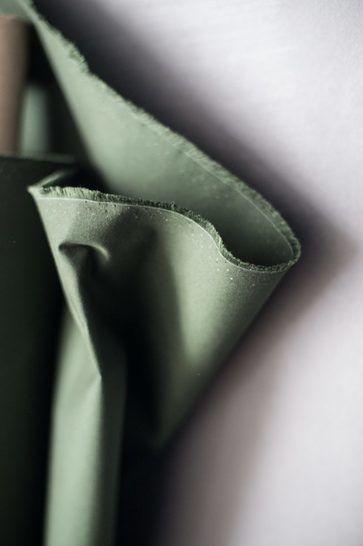 Gewachste Baumwolle matt dunkelgrün: Dry Oilskin - 150 cm im Makerist Materialshop - Bild 2