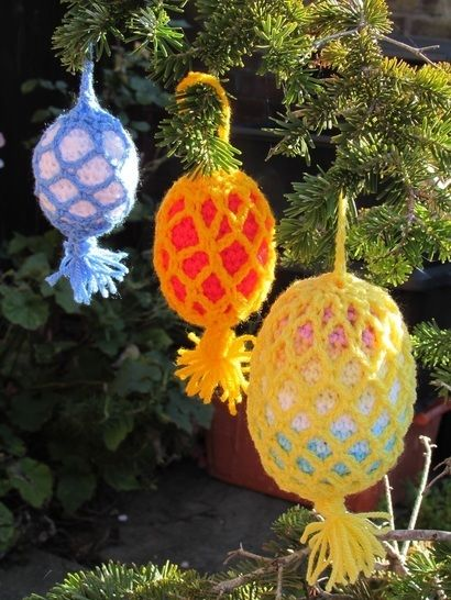 Outdoor Christmas Bauble Crochet Pattern