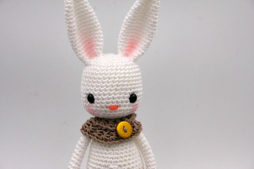 Patron Amigurumi Crochet : lapin réaliste – Made by Amy | 546x819
