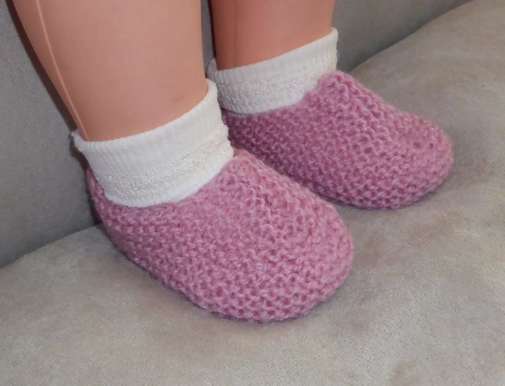Baby's garter stitch slippers in 8ply yarn - Alyssa