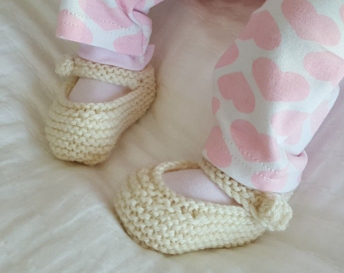 Mary Jane baby shoes in 8ply - knitting pattern - Tara