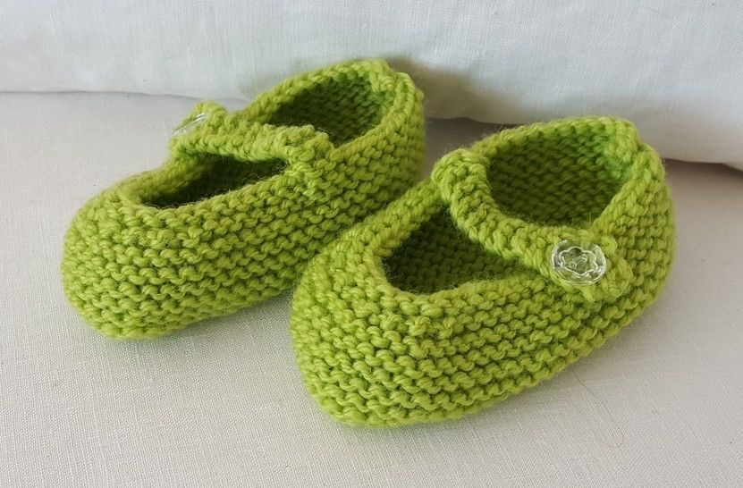 8ply Mary Jane baby shoes - knitting pattern - Julia