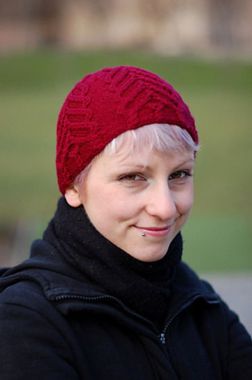 Freccia cabled beanie hat - knitting pattern