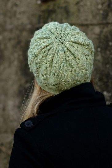 Encircle cabled cloche hat - knitting pattern