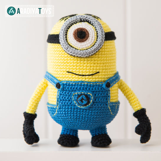 Crochet Pattern of Minion Stuart by AradiyaToys