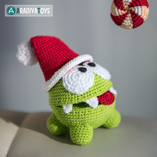 "Crochet Pattern of Om Nom from ""Cut The Rope"" by AradiyaToys"