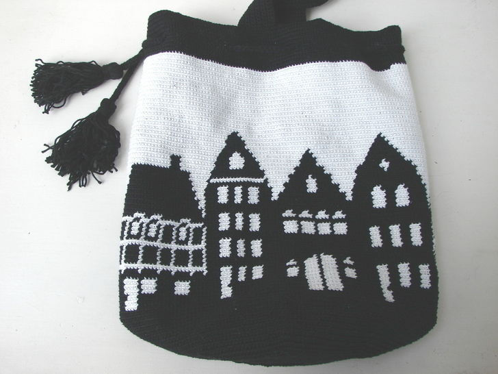 Mochila bag Canal Houses Holland - crochet pattern