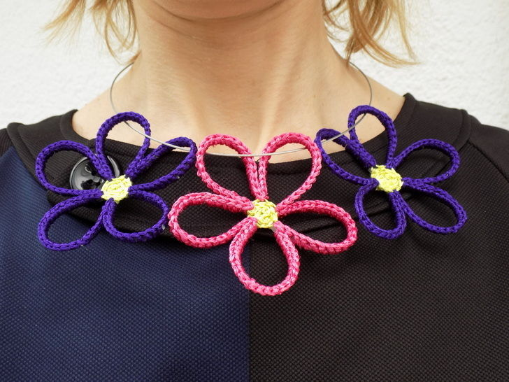 Colourful crochet daisy flowers necklace pattern