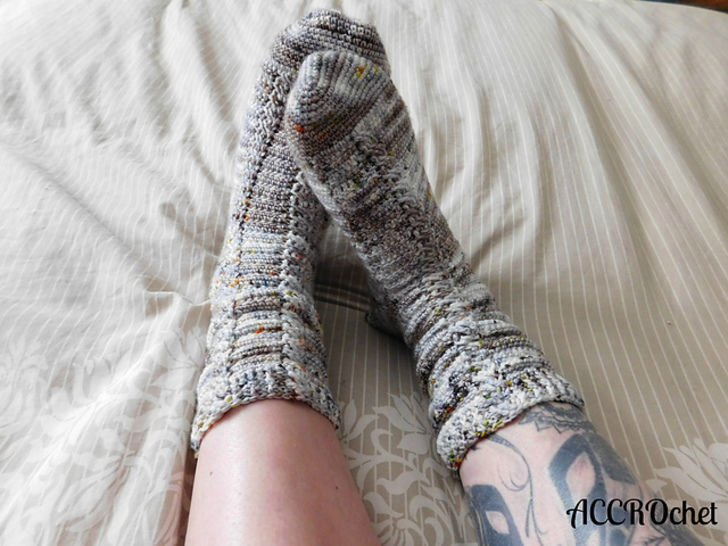 Almost the same - chaussettes à crocheter