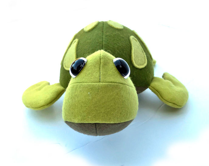 Turtle toy sewing pattern with appliqué. (EN)