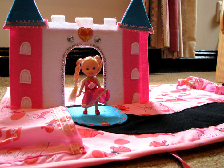 3D Castle Play mat / Princess Castle Handbag Sewing Pattern