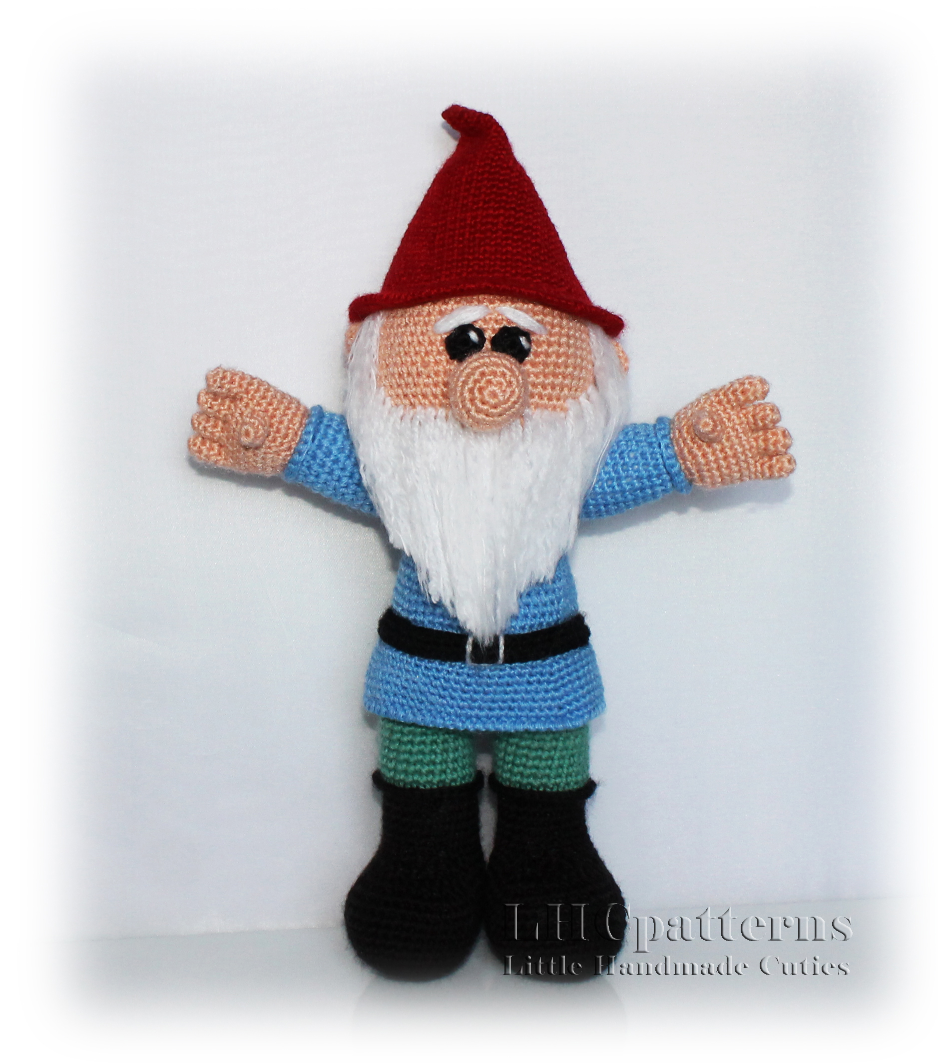 How to crochet a gnome- free video tutorial for a crochet gnome | 2130x1878