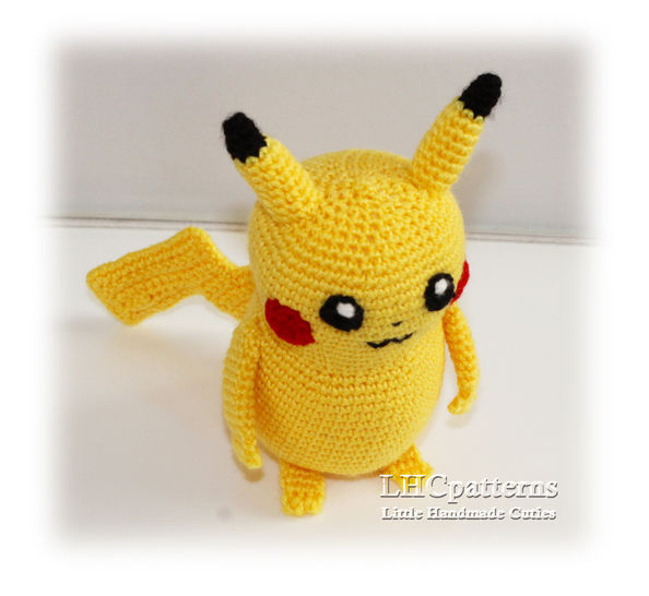 I crocheted Detective Pikachu with his coffee! : crochet | 546x594