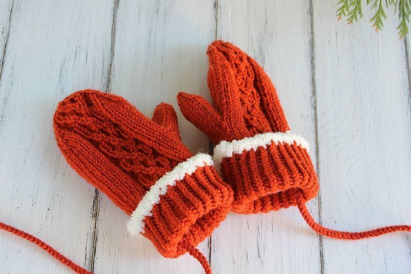 Fleece-Lined Cable Mittens Knitting Pattern