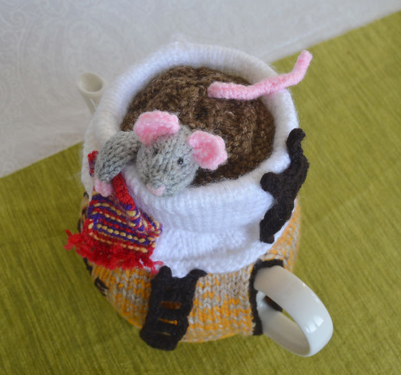 Mouse in a Cup Tea Cosy