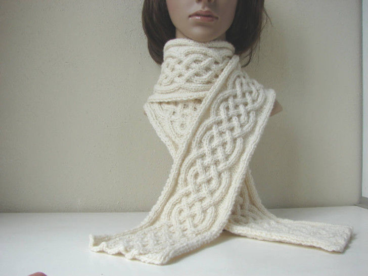 Scarf with Celtic cables - knitting pattern